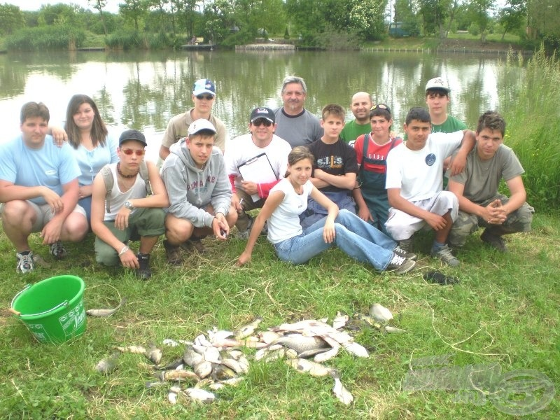 A büszke horgászok, fogásukkal