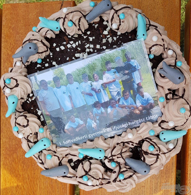 """Mi már csak """"hab"""" voltunk a tortán (Ezúton is köszönjük Virágné Szabadi Ritának, hogy ezzel a csodálatos tortával meglepett minket!)"""