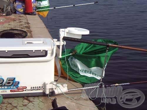 Egy kínai horgász ládája, teljes felszereléssel