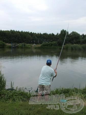 A rendhagyó alakú úszóval való horgászat Zsolli barátomat is megfertőzte, de ez egy másik történet…