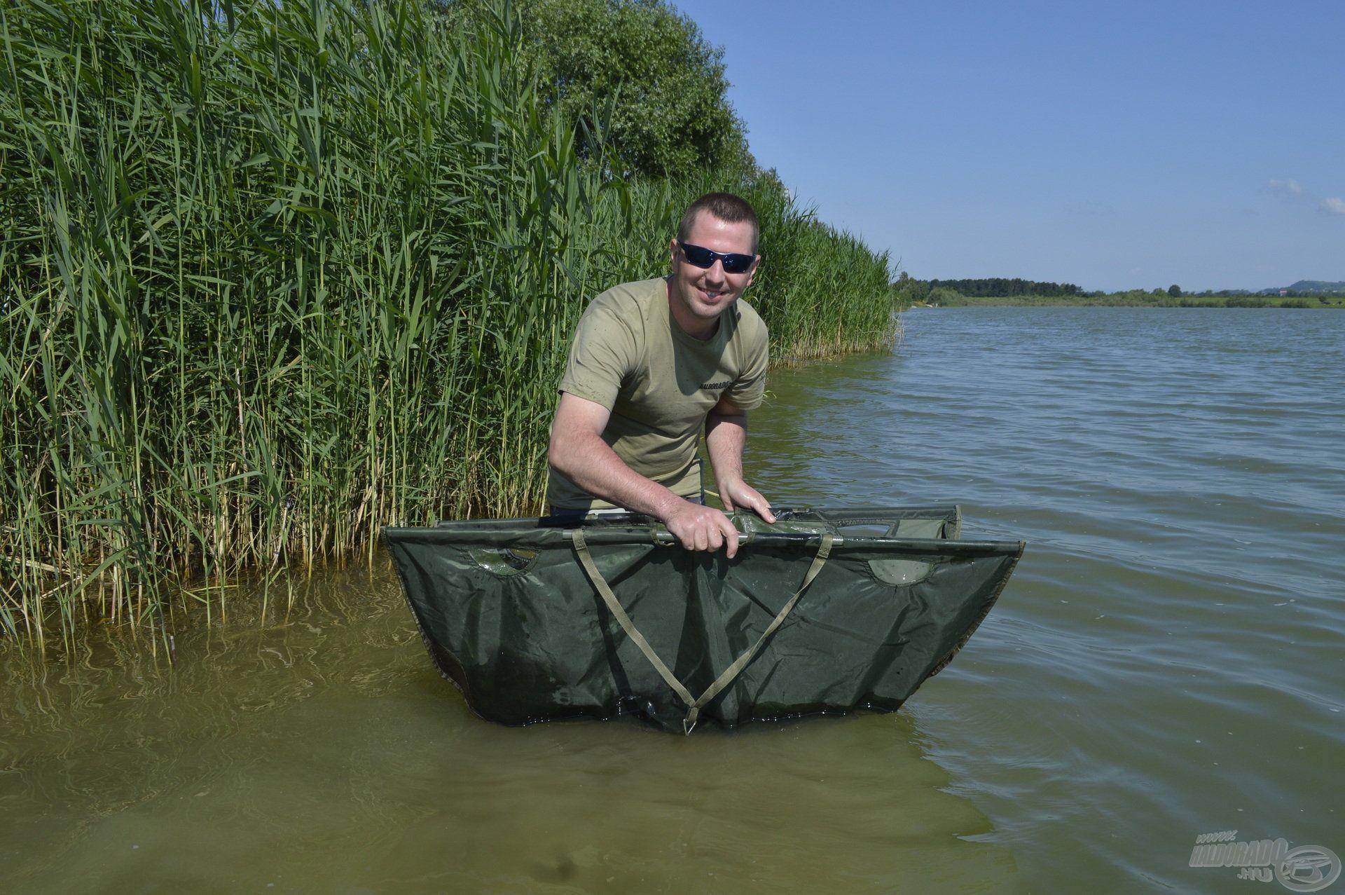 Nekem is jólesett visszakísérni a megfogott halakat, kellemes hűs volt a tó vize