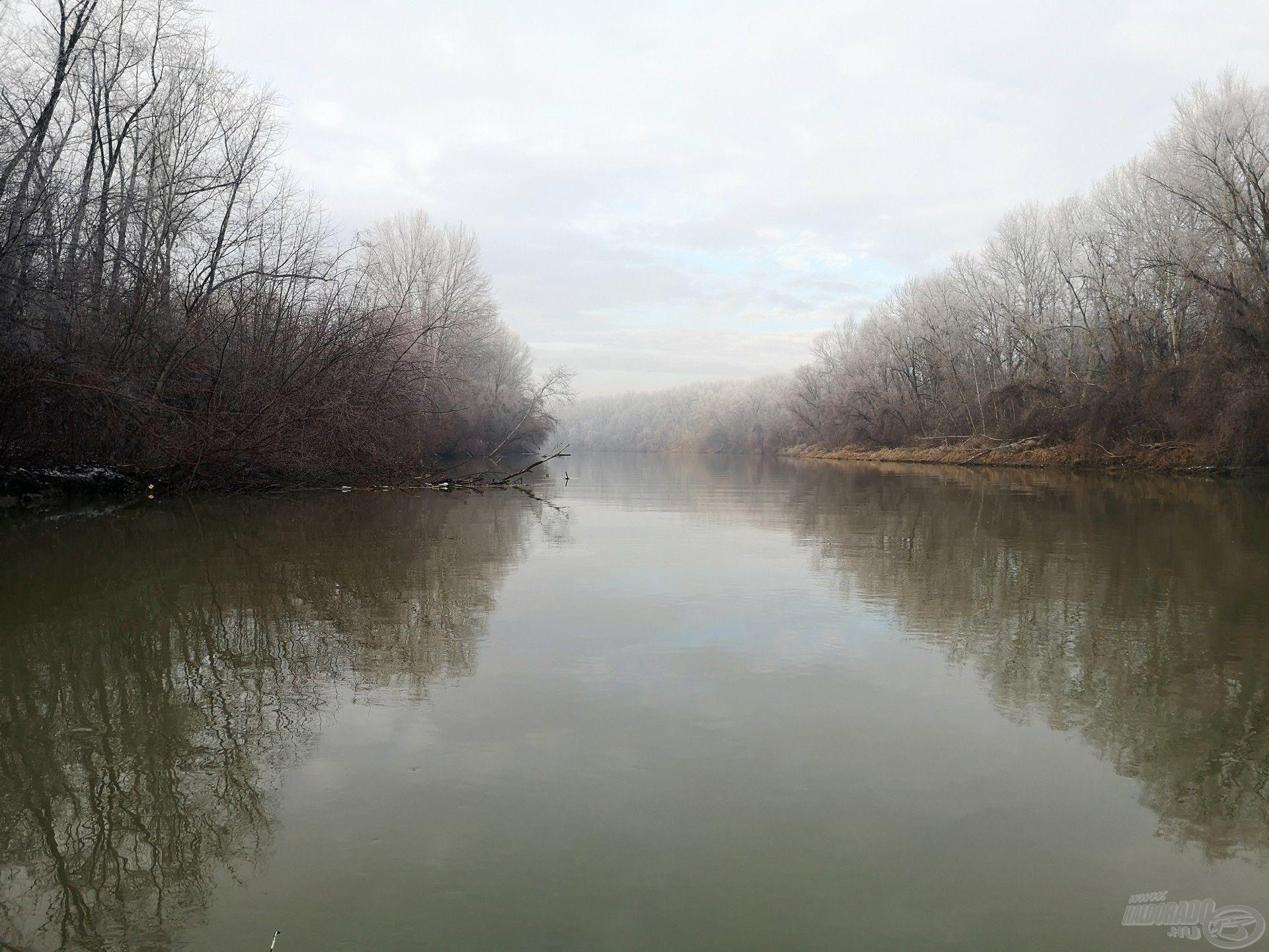 Késő ősszel, főleg a kisebb folyókon, már a mély vizű medret horgásszuk meg