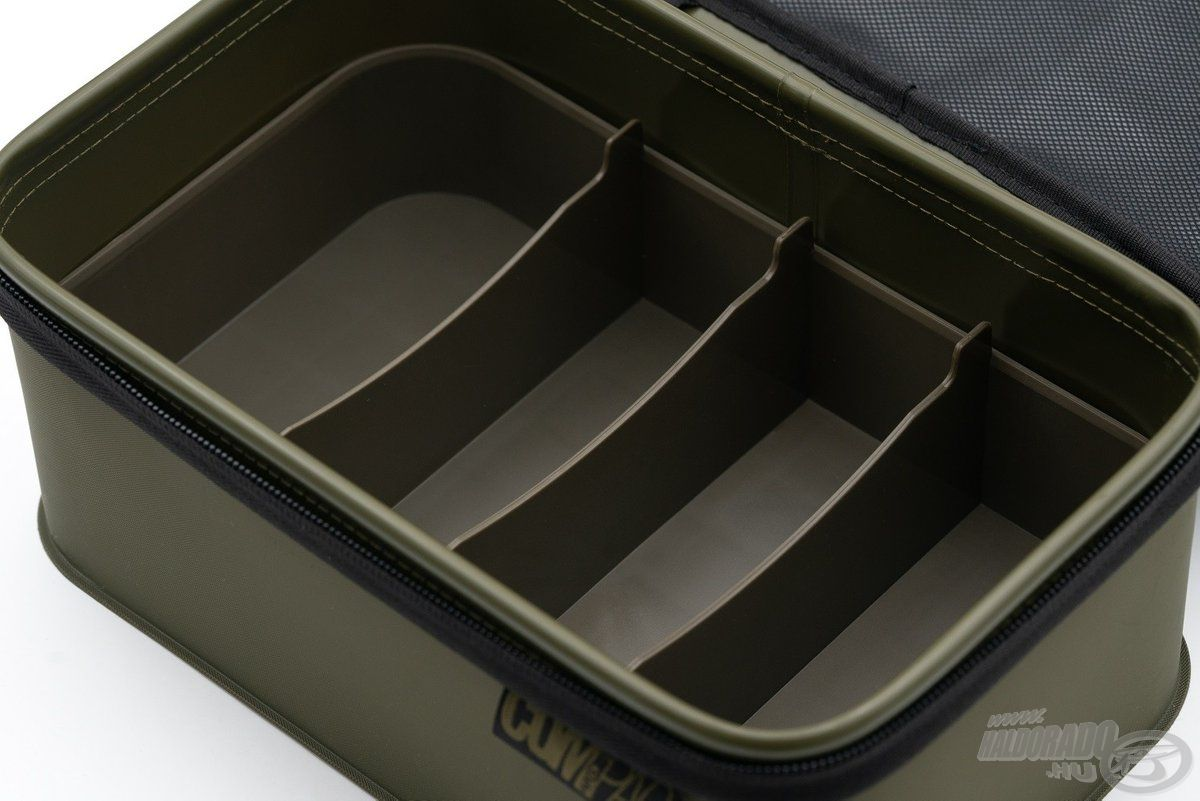 A belső, kivehető rekesz segít rendszerezni a benne elhelyezett aprócikkeket