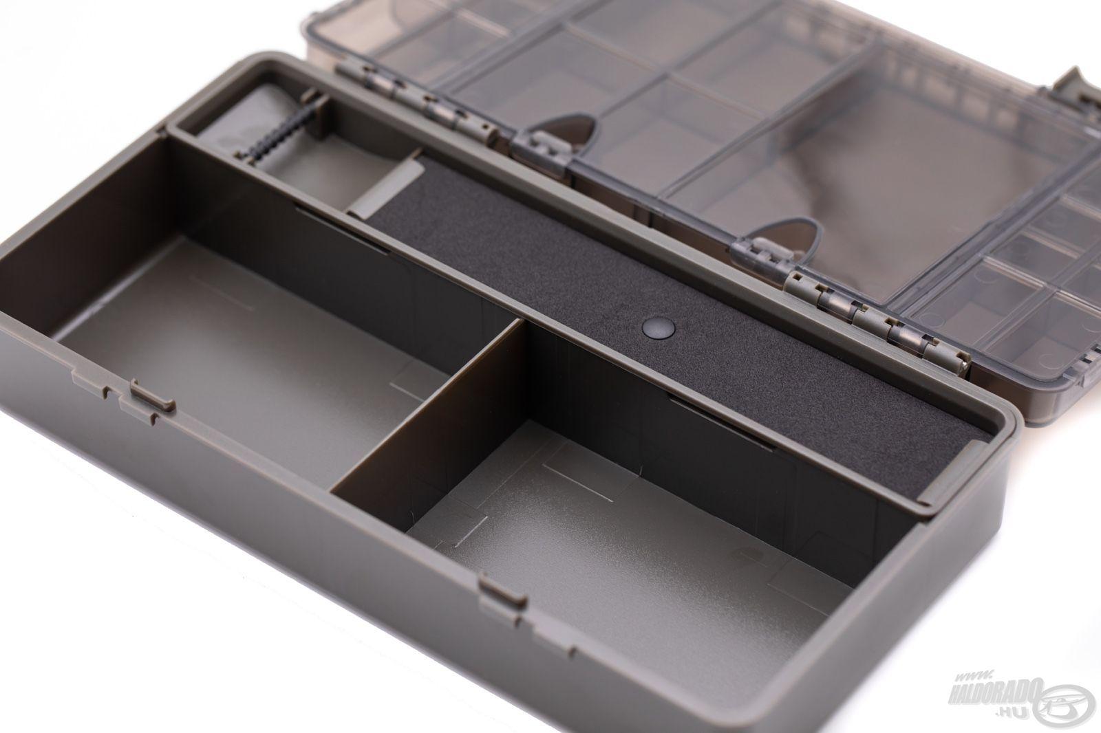 A doboz belsejében rögzített elválasztókkal kialakított két nagy rekesz kiváló a kissé nagyobb szerelék-elemek, eszközök, zsinórtekercsek, fűzőtűk és hasonlók elhelyezésére
