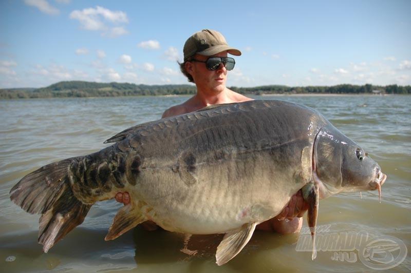 Egy ilyen 26 kg-os hal után nem csoda, ha a kedvenc csalija az ACE Lobworm!
