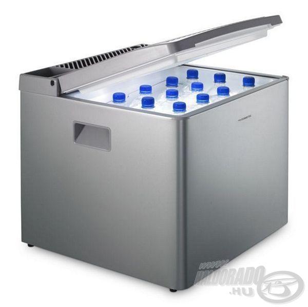 Férőhelyét tekintve akár 12 darab 1,5 literes palack is elfér benne