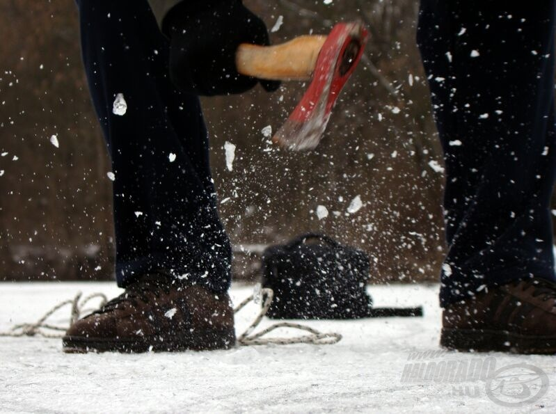 Én baltával vágok léket, de akárhányszor 15 centiméternél vastagabb jéggel kell megküzdenem, sírva fohászkodom egy jó lékfúróért