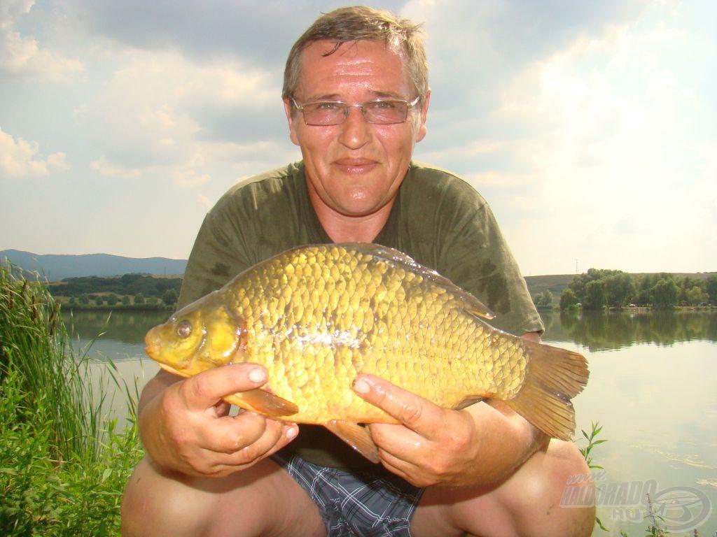 Gáti kontra: aranykárász, 1 kg felett!