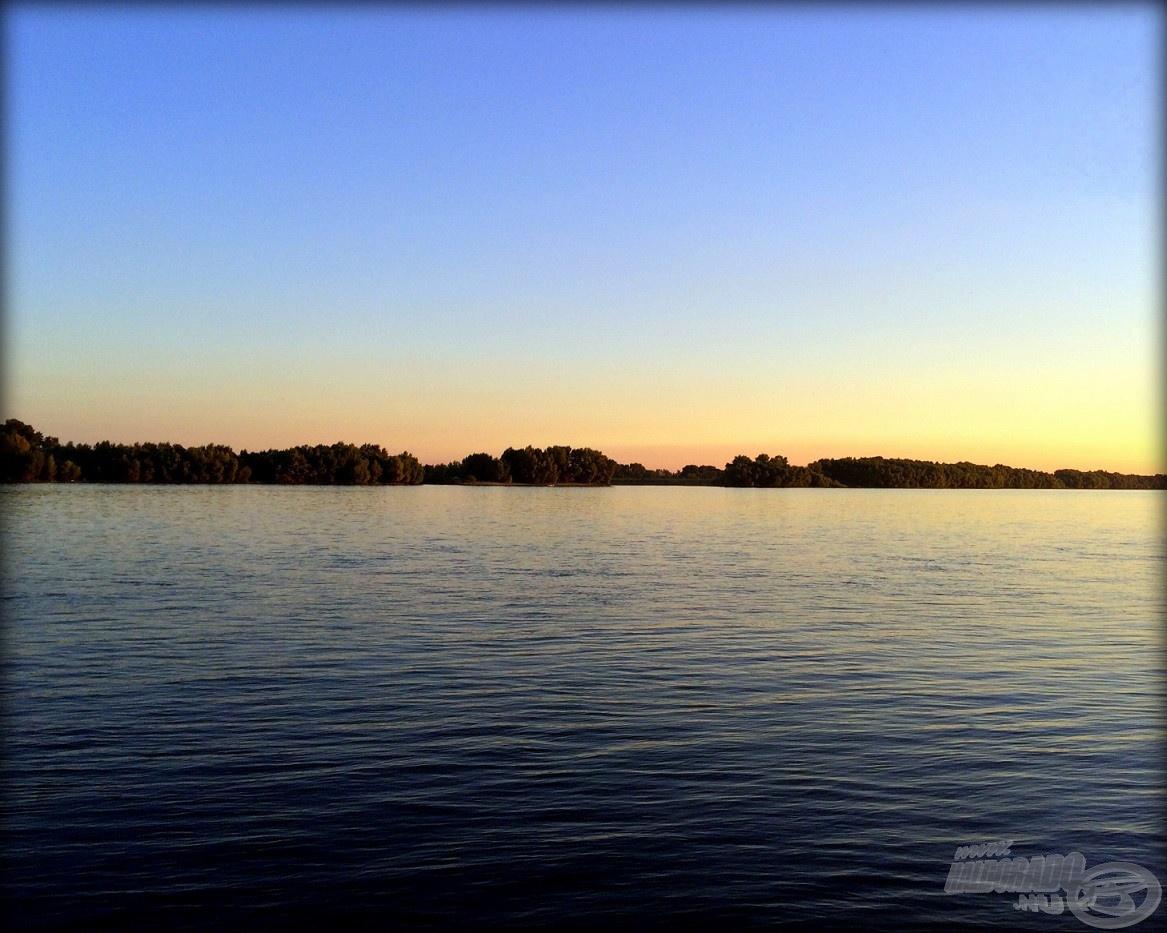 Keblére ölelt ma a vén Duna