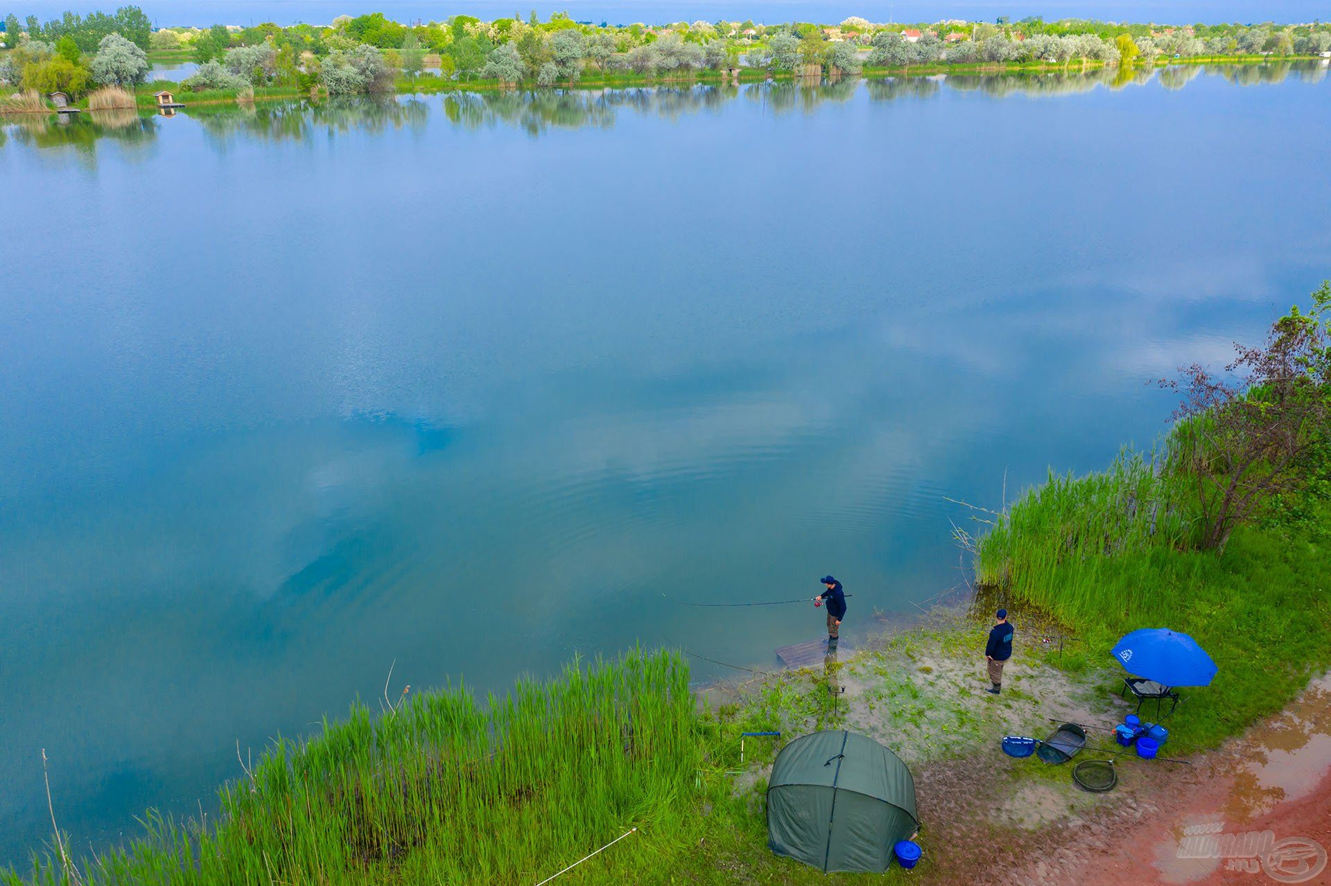 A vízmélység – a tó közepén ahol horgásztunk – közel 7 méter volt, itt a halak aktivitása folyamatos volt