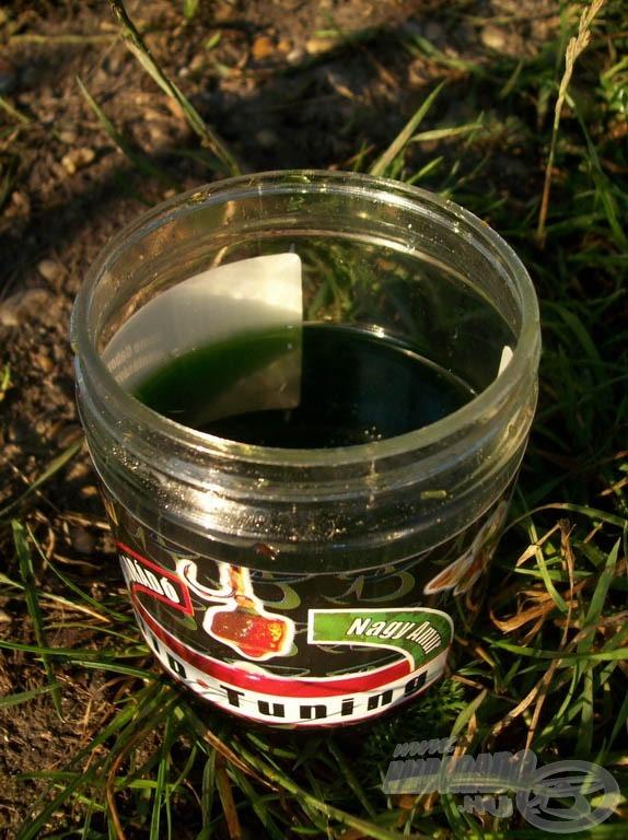Sűrű, zöld színű és erőteljes illata van. Ilyen egy tökéletes amuros dip!
