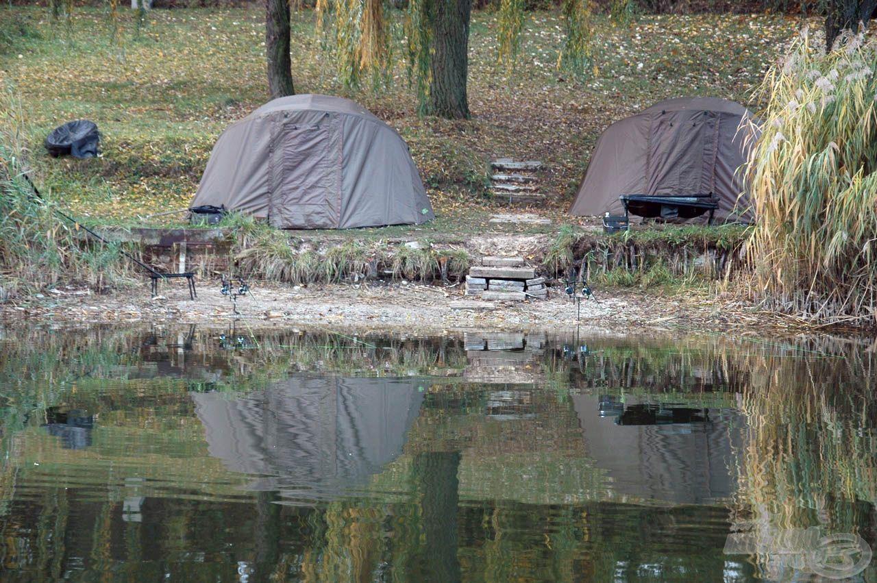A mi kis táborunk a víz felől
