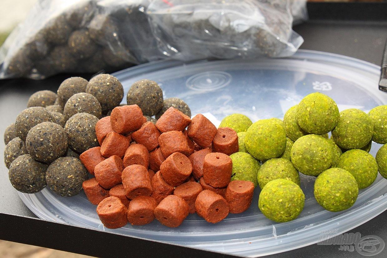 Naponta 5 kg bojlit vagy lassú oldódású pelletet lehet beetetni reggel és este