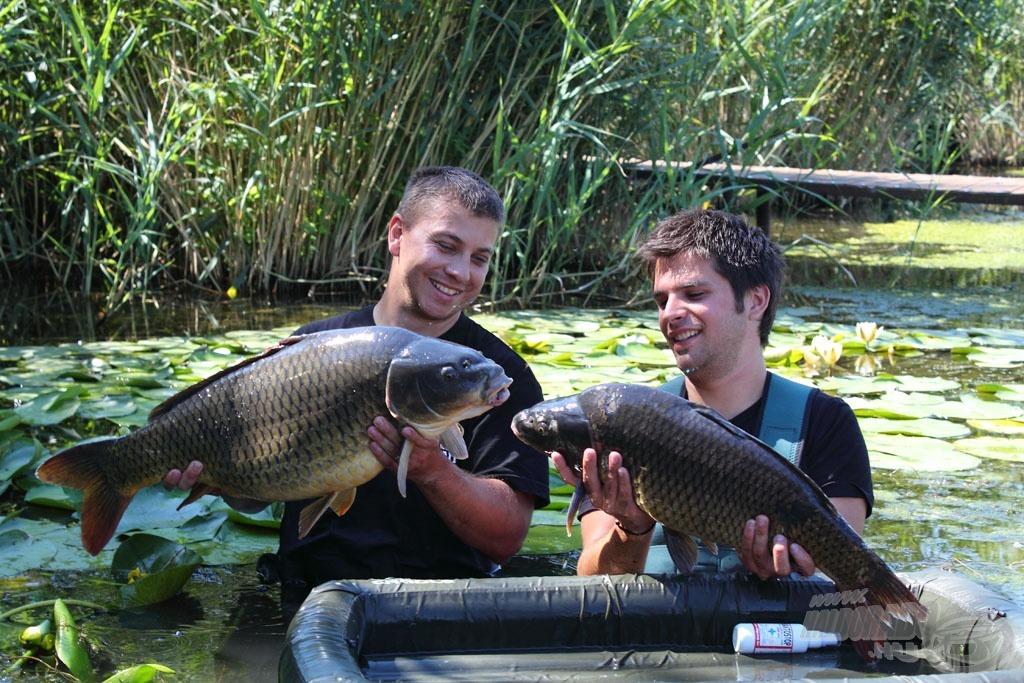 Így már egyszerre fotózkodhadtunk a kifogott halakkal