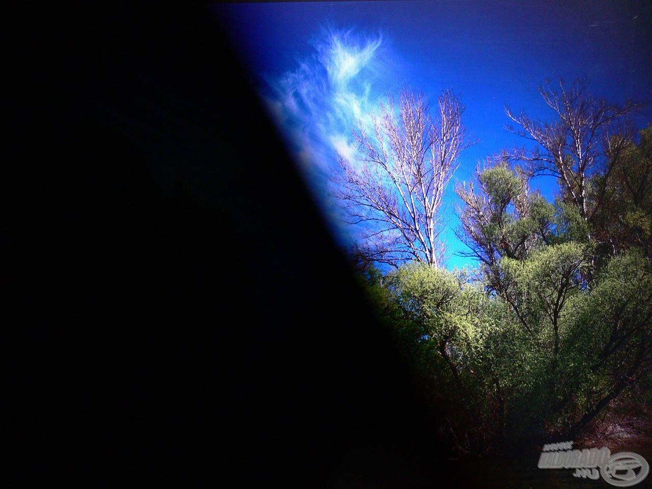 """A kép bal oldalát nem takartuk le semmivel, pontosabban a polarizációs réteggel ellátott, 45 fokban megdöntött napszemüveg """"takarja"""" ki a képet"""