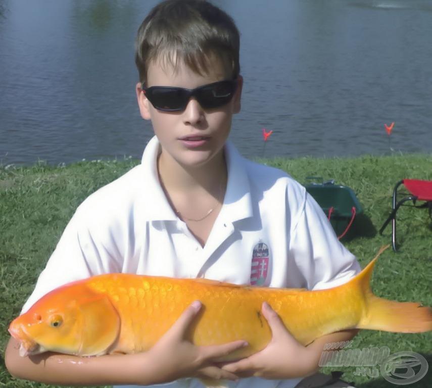Fiatal kora ellenére egyre ügyesebb horgász Levente