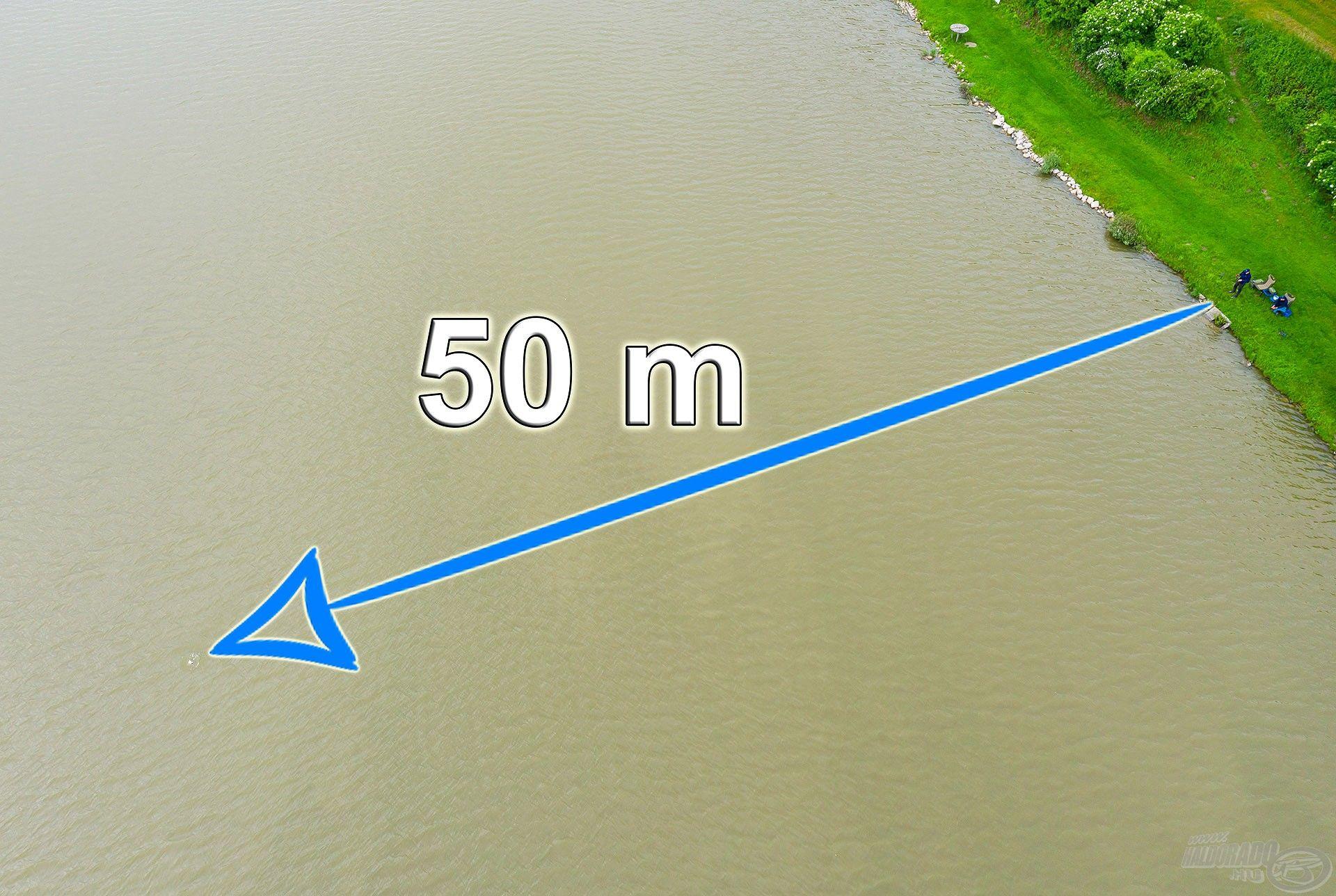 Az etetést pontosan 50 méterre alakítottuk ki, amit mindketten egy-egy bottal horgásztunk, másik botjainkkal pedig kereső horgászatot végeztünk a környéken
