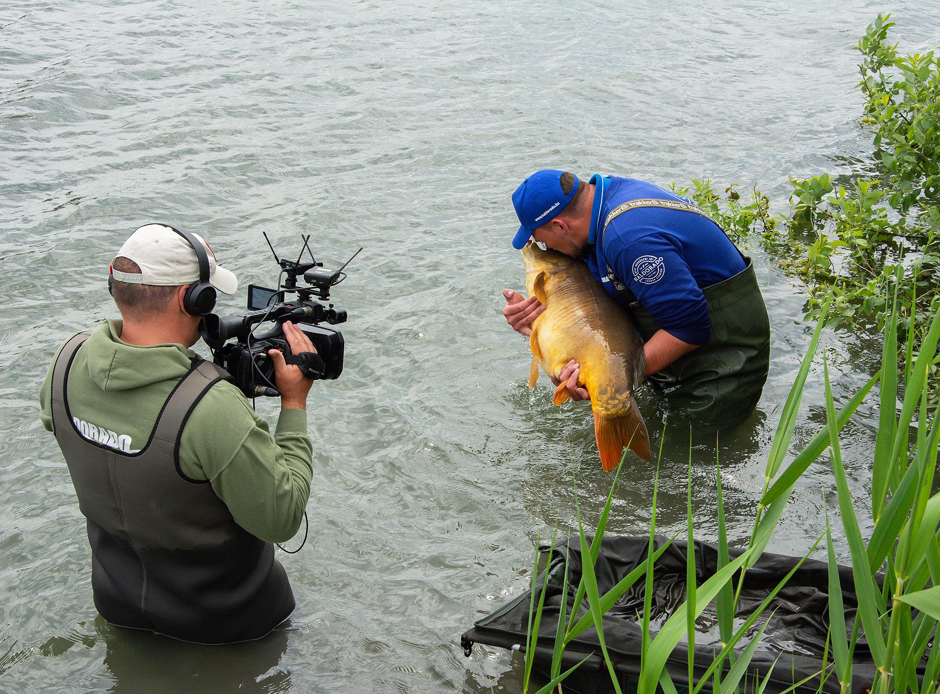 A horgászatról készítettünk egy fantasztikusan jó hangulatú, izgalmas filmet is, ami talán az eddigi legjobb Nyári feederes kalandok epizód lett! Jó szórakozást kívánunk hozzá!