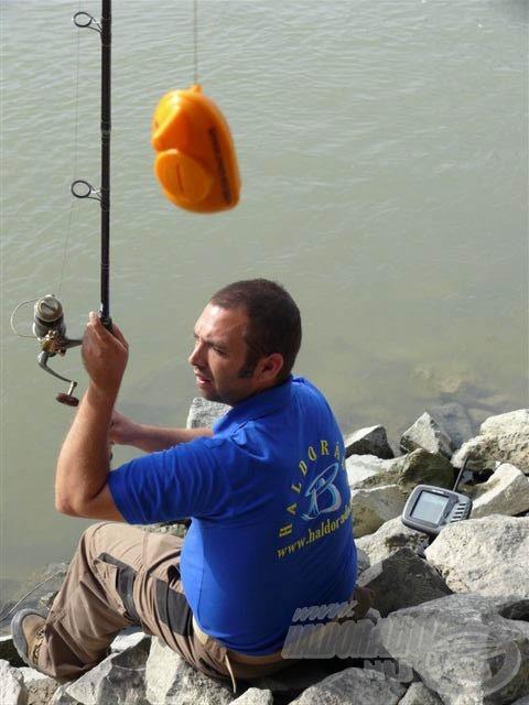 Ehhez nem kell mást tenni, mint horgászbotunk szabad zsinórvégére felkötni