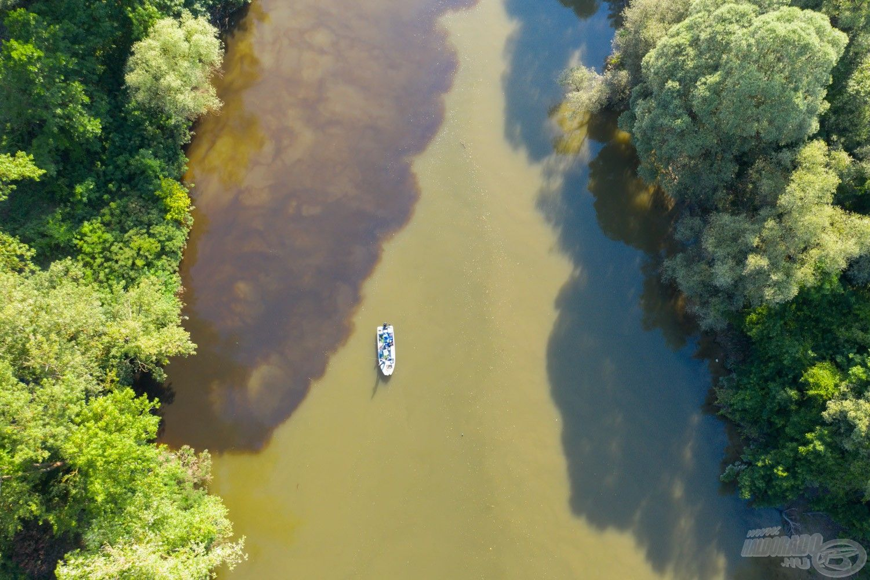 Madártávlatból látszik nagyon jól, hol folyik be az ártéri víz