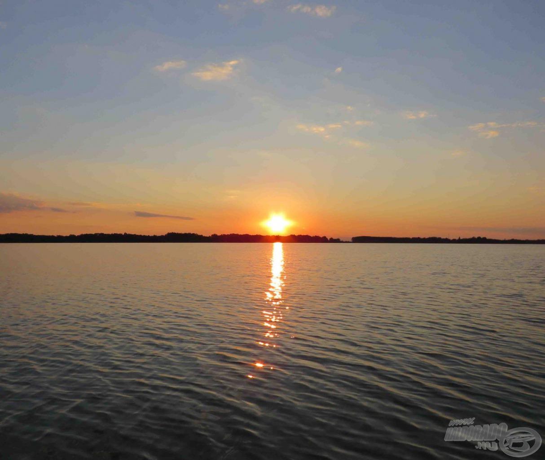 Csodás a Tisza-tavi naplemente