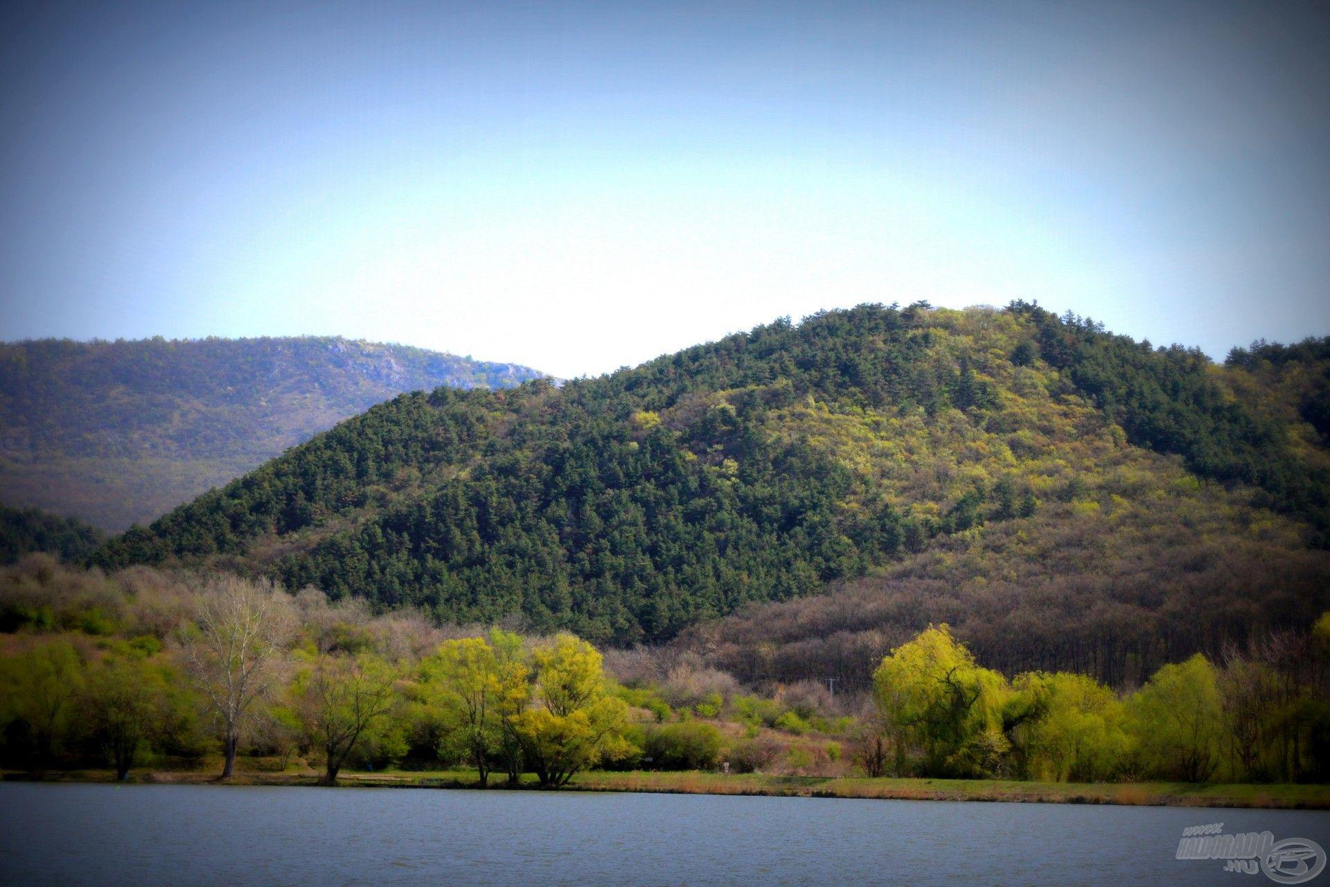 A hegyek megigézik a horgászt