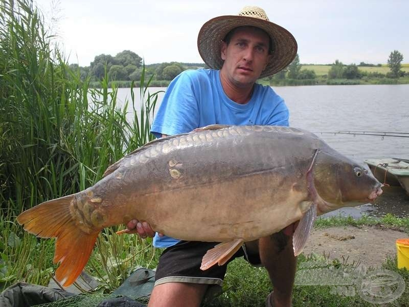Ottóval az utolsó pontyos horgásztúránk még anno 2011 nyarán volt. Itt szépen be is gyűjtötte a túra legnagyobb haláért járó képzeletbeli díjat :-)