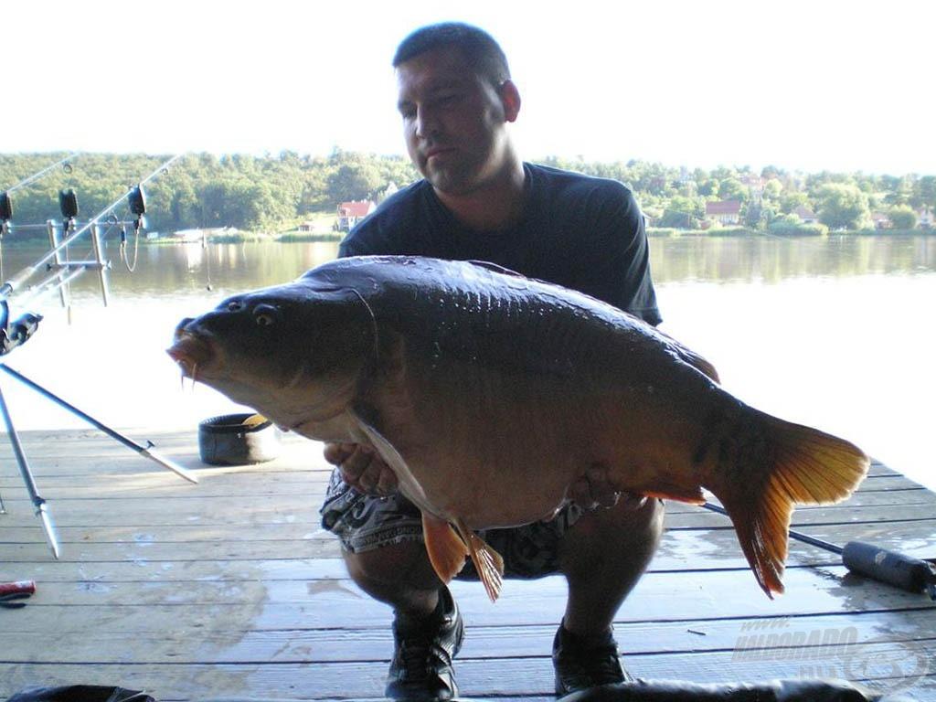 A szokatlan körülmények között lefotózott 13,5 kg-os tükrös