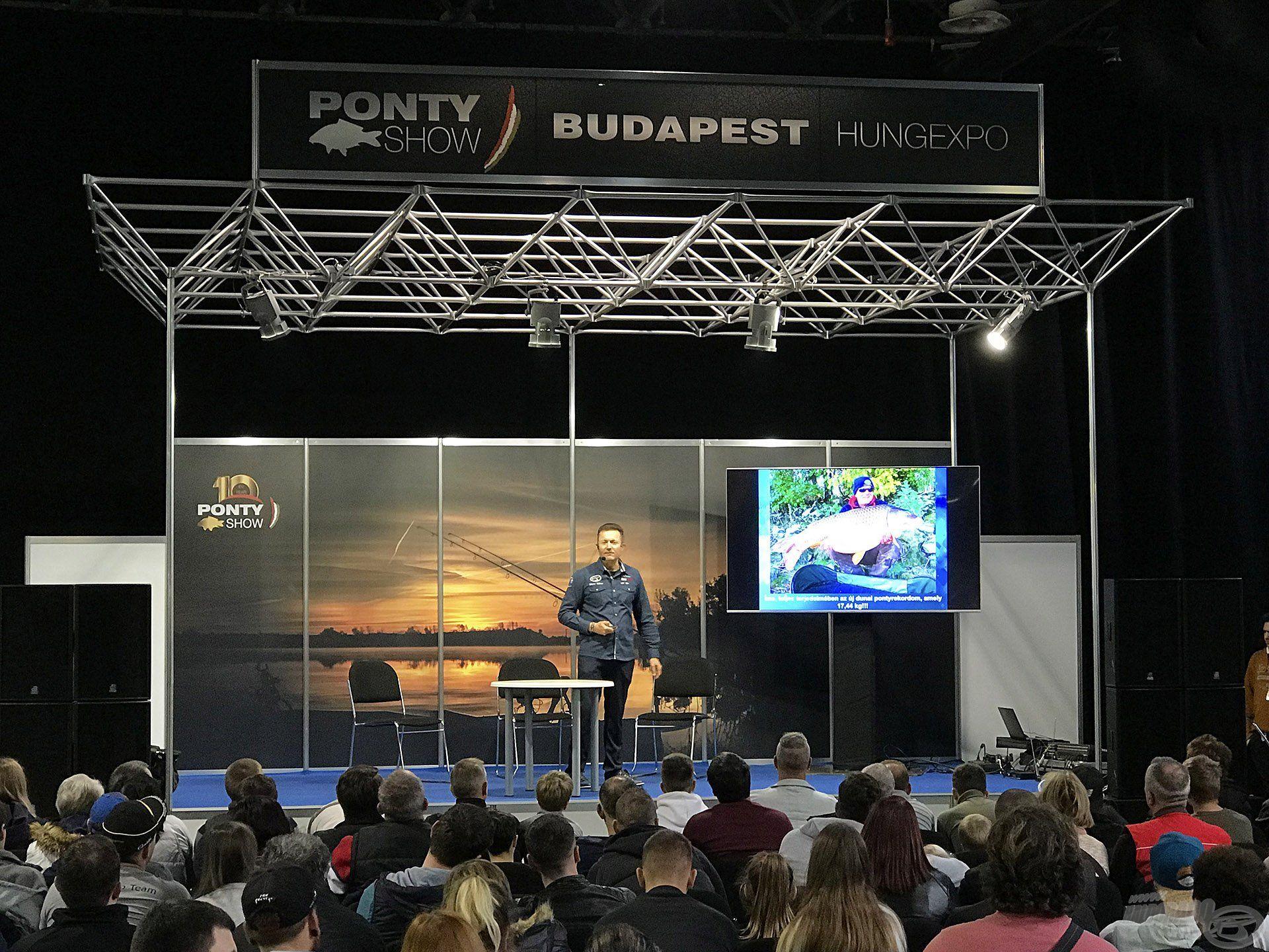 Döme Gábor dunai pontyhorgászatról tartott előadása alatt egy gombostűt sem lehetett volna leejteni a PontyShow nagyszínpada előtt