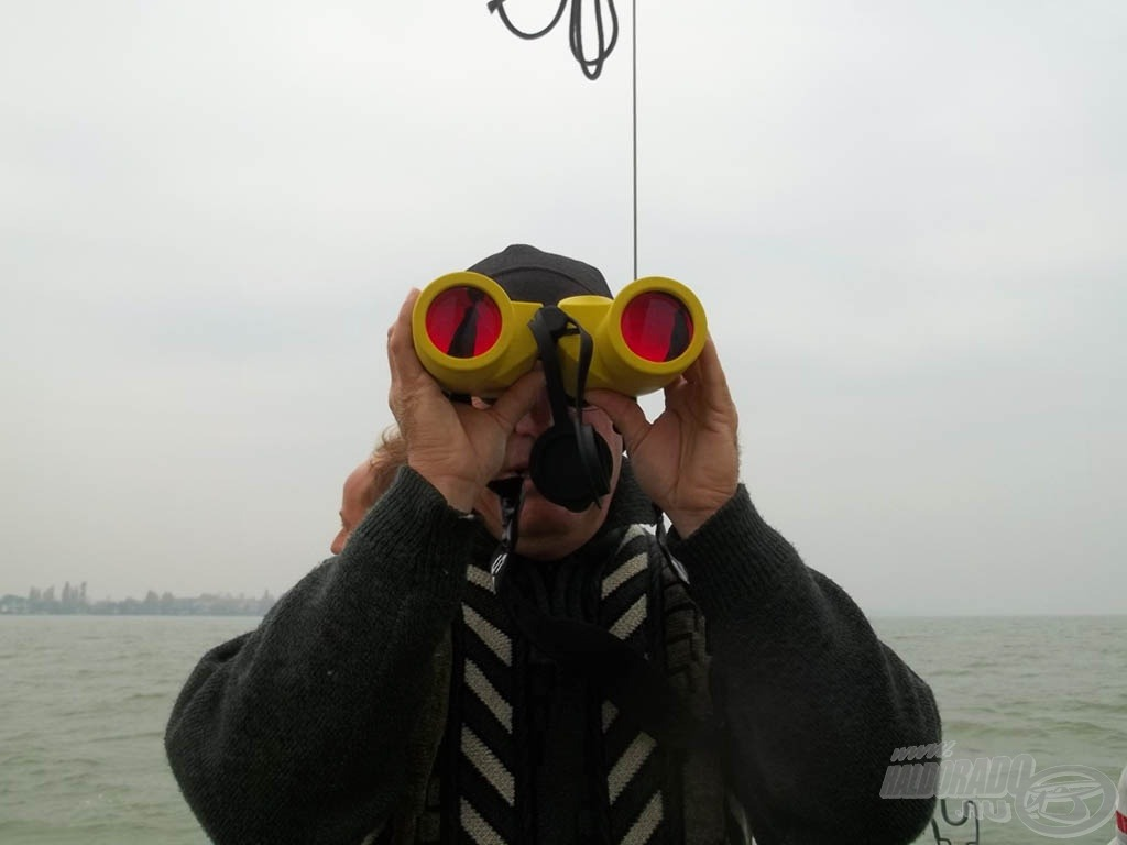 A révkalauz minden (halra utaló) jelre figyel
