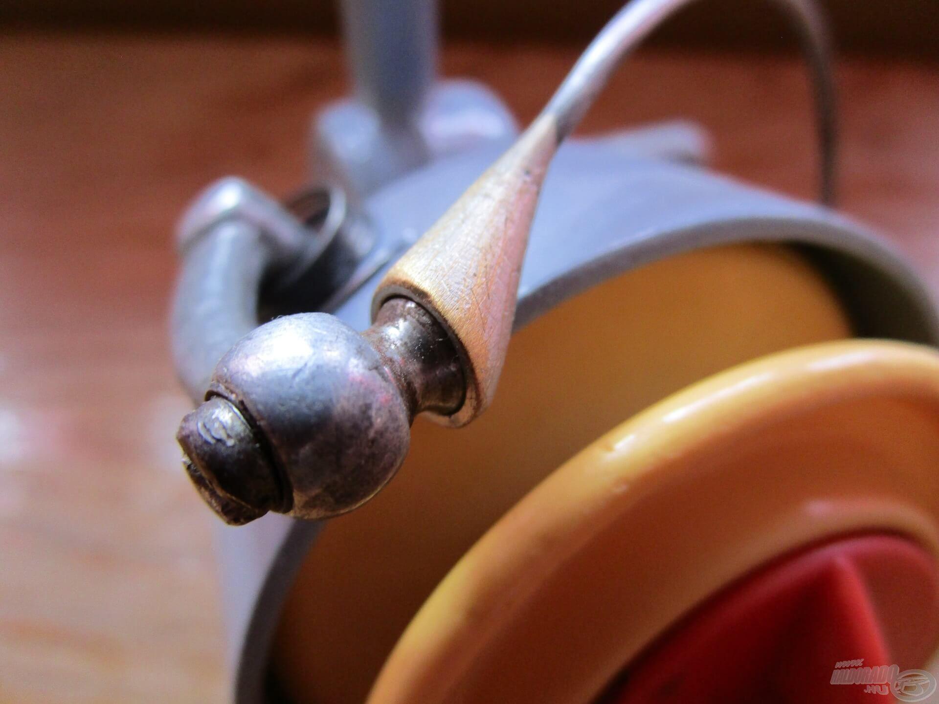 A régi tekerő zsinórvezetője fix rendszerű volt…