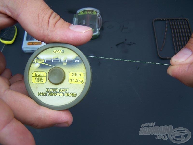 Jelen esetben egyik kedvenc fonott horogelőkémmel (FOX Reflex 25 lb kagylóálló horogelőke) mutatom be az elkészítést