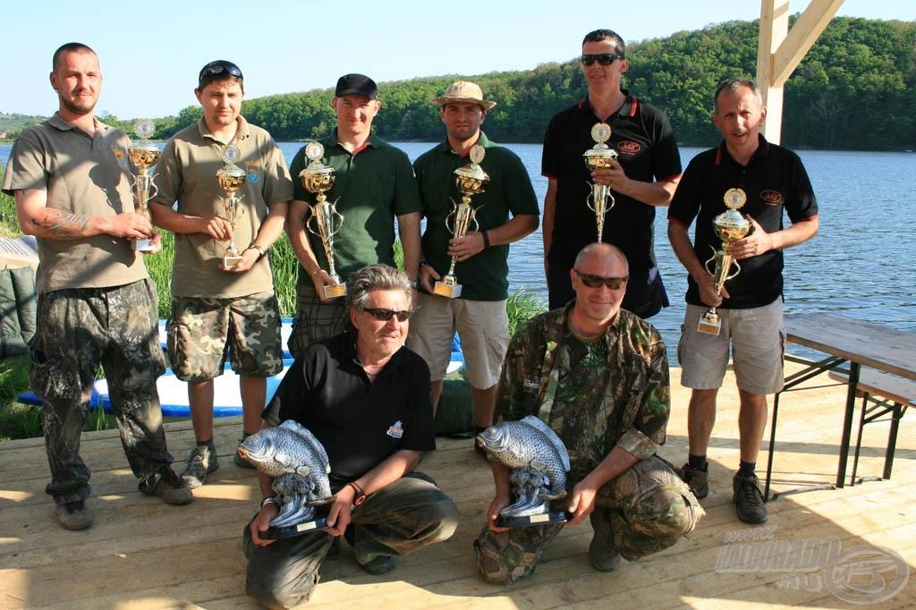 A képzeletbeli dobogó első fokán a Pecás Pupákok Team, másodikon a JOLA Team, harmadikon pedig a Király horgászbolt Team