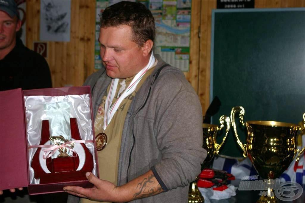 A versenysorozat során fogott legnagyobb hal díját is elnyertem