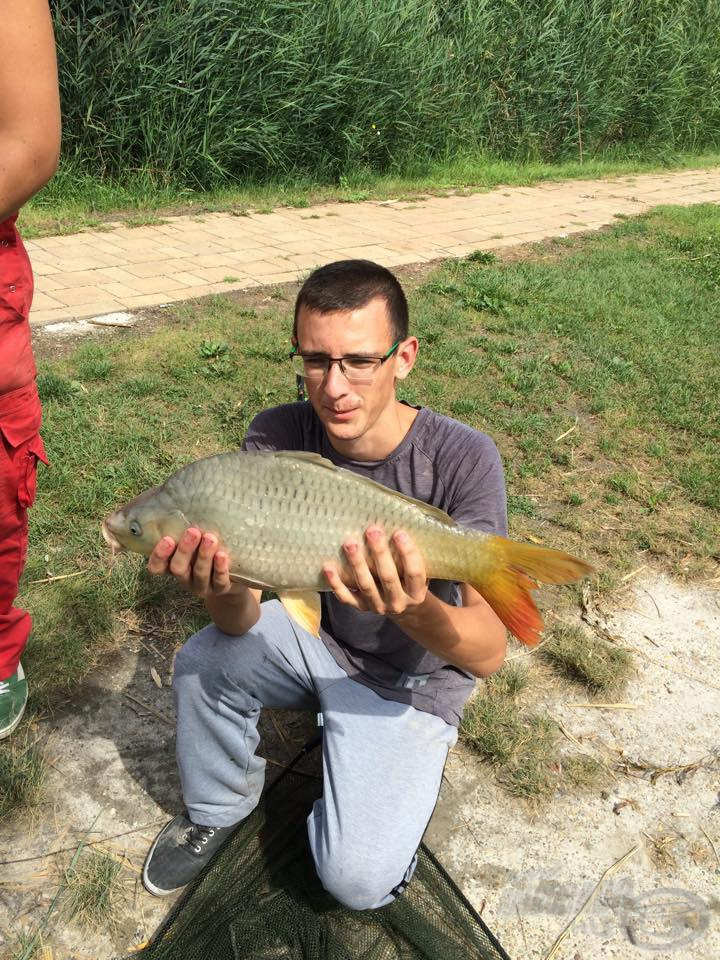 Végre a kezemben tarthattam az első halat…