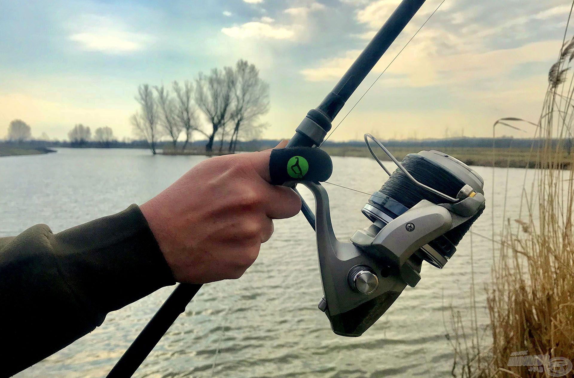 Dobós horgászatok során az ujjvédő vagy a dobókesztyű számomra elengedhetetlen