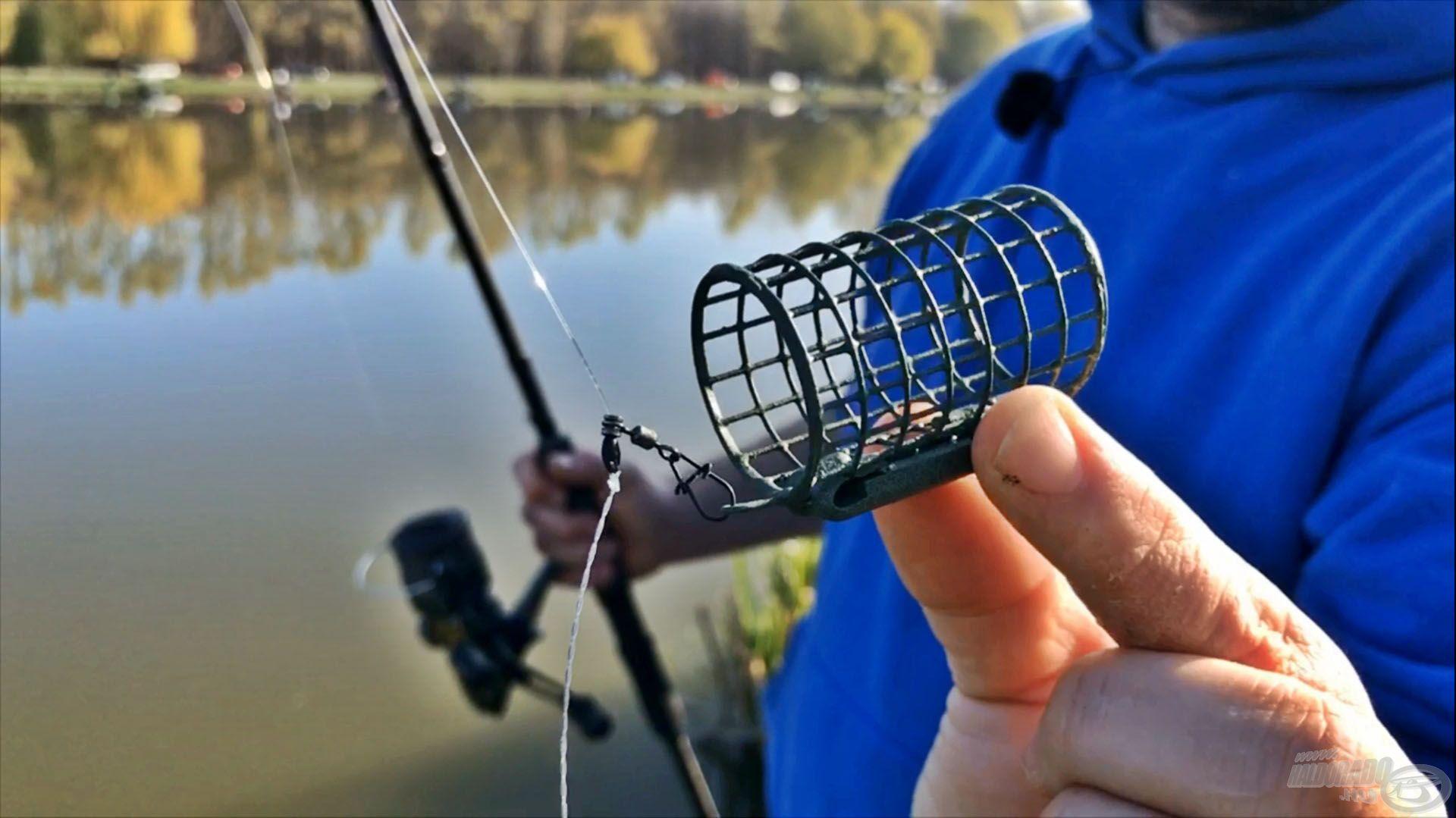 30 grammos Special Round kosarat használok etetéshez, amit egy csúszó kapocsba helyeztem el, mivel horgászni már másik kosárral fogok