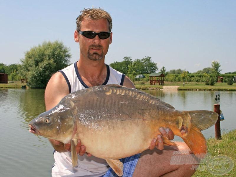 Berényi Zoltánnak (Segalnak) a család megérkezése hozott szerencsét, rövid időn belül szákba terelt több termetes halat
