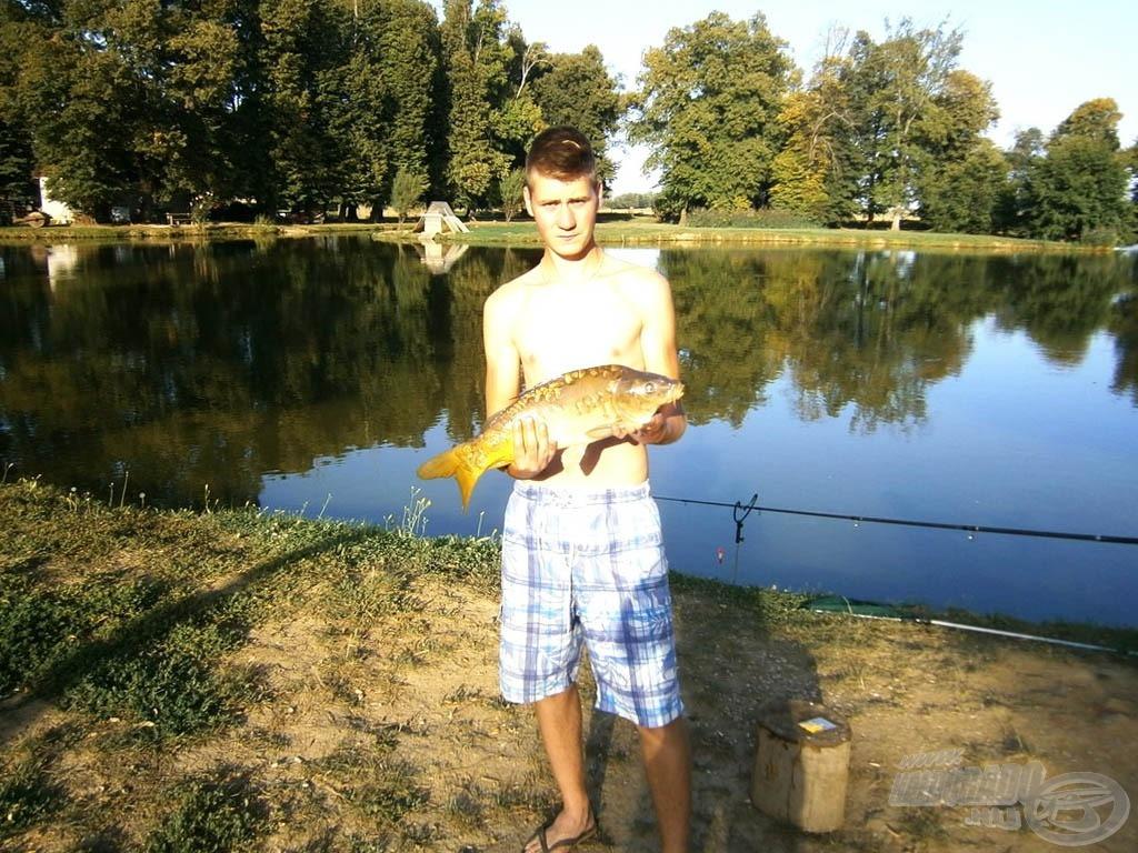 Ez a hal olyan vehemenciával kapott, hogy szó szerint leemelte a botot a tartóról