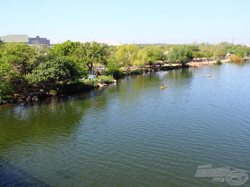 Horgászhelyünk a hídról nézve