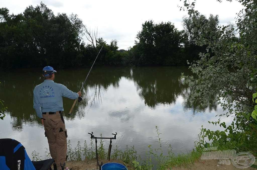 Két különböző távolságban, a folyó közepén és attól kicsit távolabb horgásztam