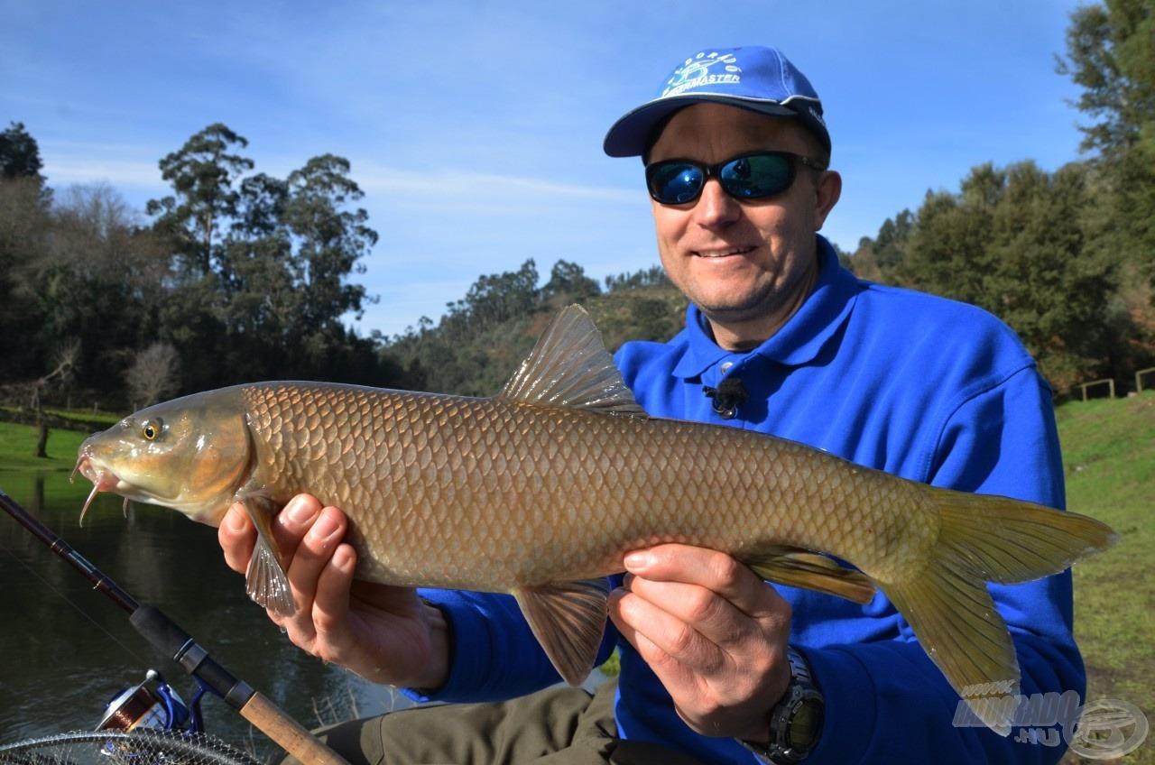 Az első márnám, amely nagyobb volt, mint tegnap (a folyó lentebbi szakaszán) kifogott legnagyobb halam. Soha rosszabb kezdést!