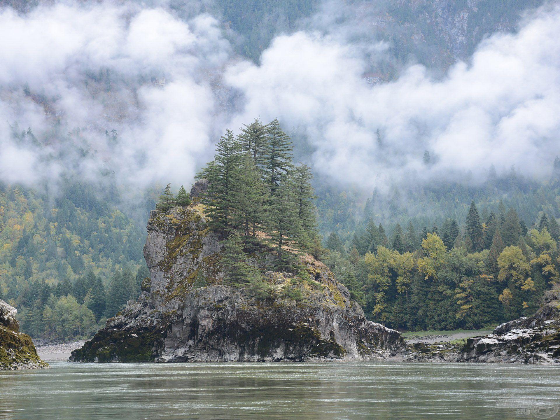 Ez a sziklasziget vajon mennyi vizet látott már? Hány tok állt meg mögötte? Úgy eltörpül az ember, az emberöltő a természet nagysága és az időfaktor alatt