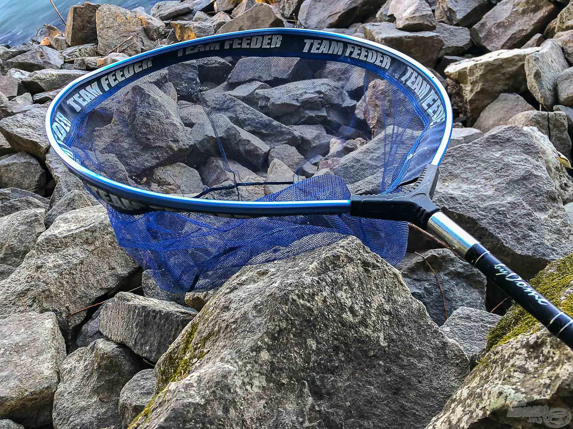 Strapabíró, halkímélő merítőhálóról és egy baromi erős nyélről sem szabad megfeledkezni, ha ilyen halakra horgászunk!
