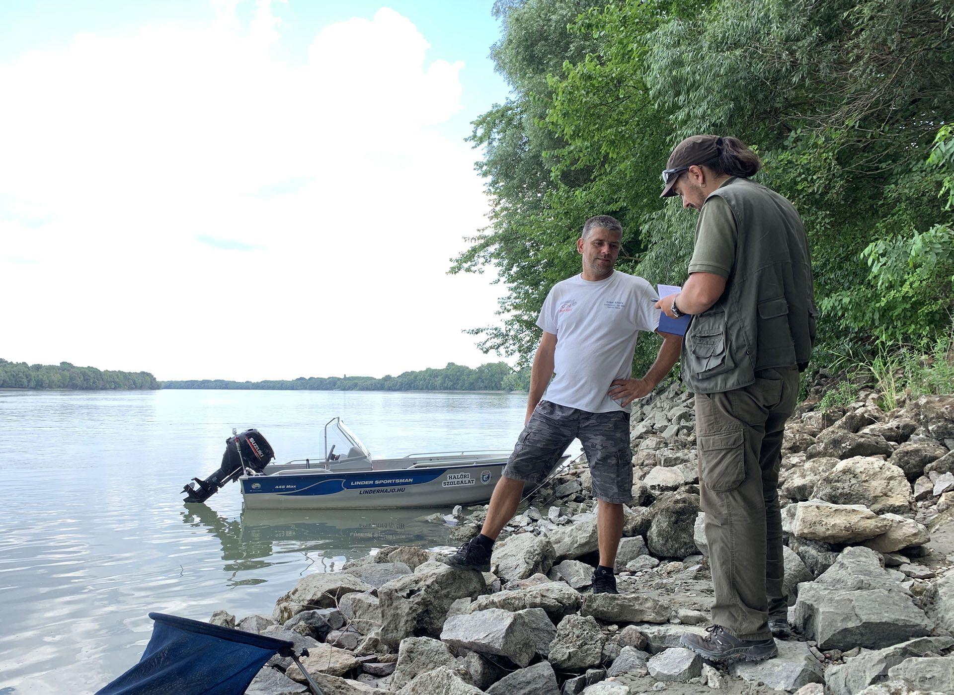 A jó hír futótűzként terjed, soha nem látott mennyiségű horgász látogat el a Duna-partra. Sokan azonban azt hiszik, hogy itt bármit szabad…! Hát NEM! A halőrzés folyamatos, a nap bármelyik percében, vízen vagy szárazföldön találkozhatunk halőrökkel!