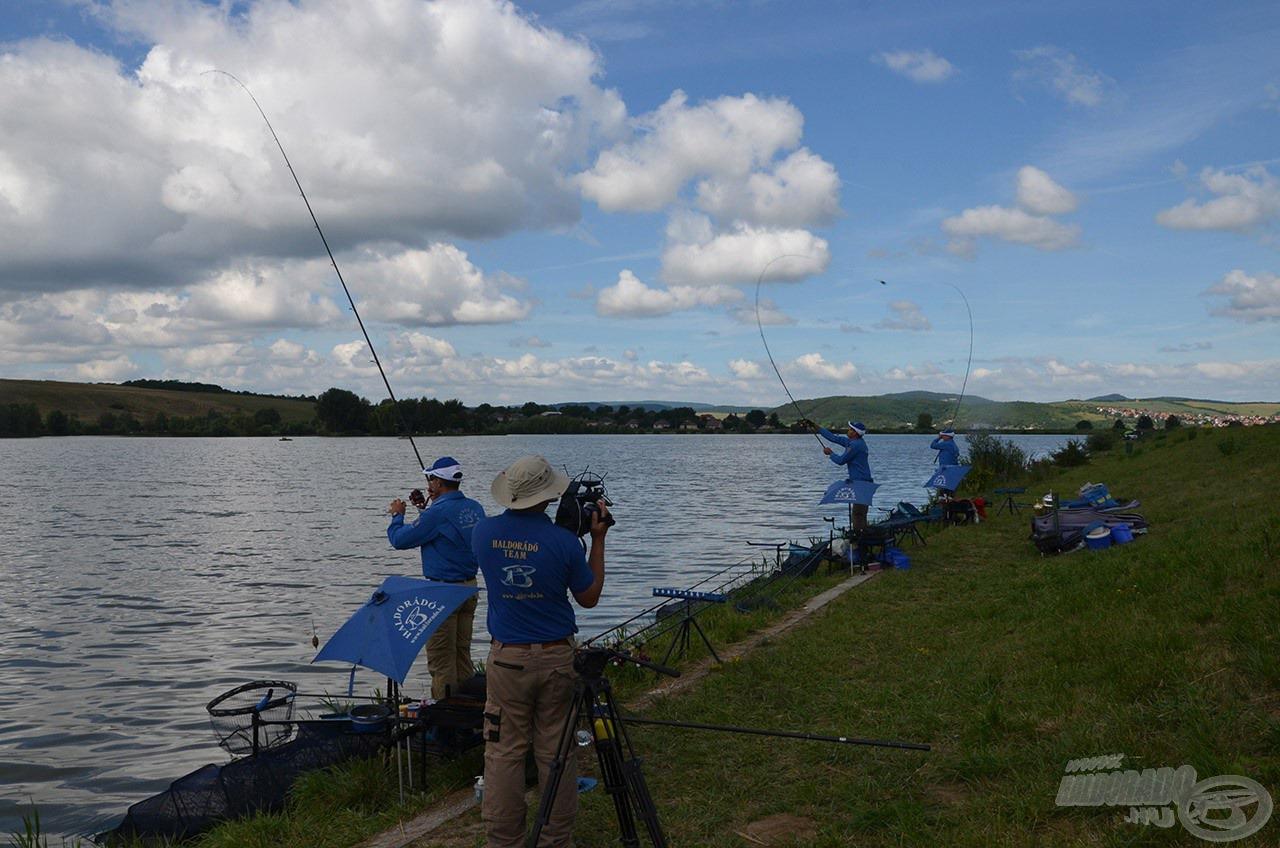 A horgászatot mindhárman 80 méterre 5-6 alapozó dobással indítottuk