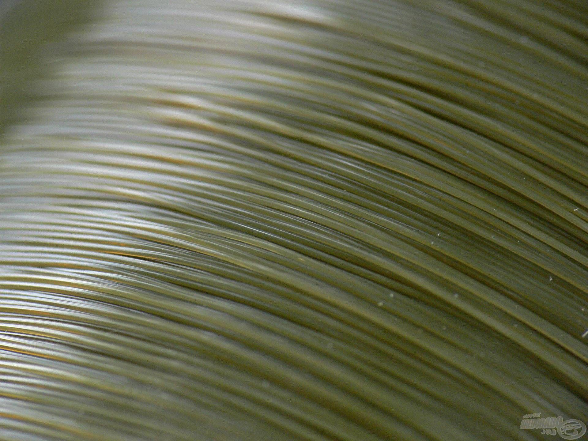 Különleges teflonbevonat került a zsinórra, az így kapott selymes felület pedig nagymértékben képes megnövelni a dobástávot