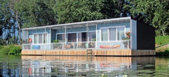 Kormorán kikötő - vízparti házak, úszóházak, vízikunyhók